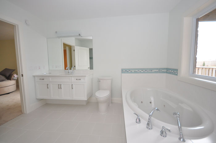 Royal Premier Homes - Eco Friendly Home Builders London - Crestwood II - Bathroom