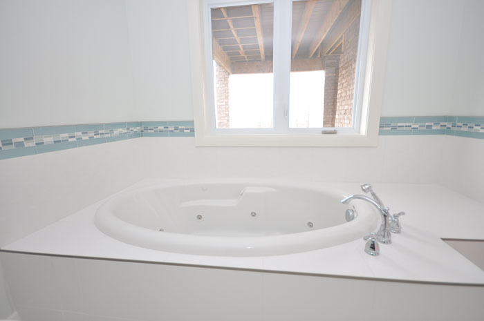 Royal Premier Homes - Eco Friendly Home Builders London - Crestwood II - Bath Tub