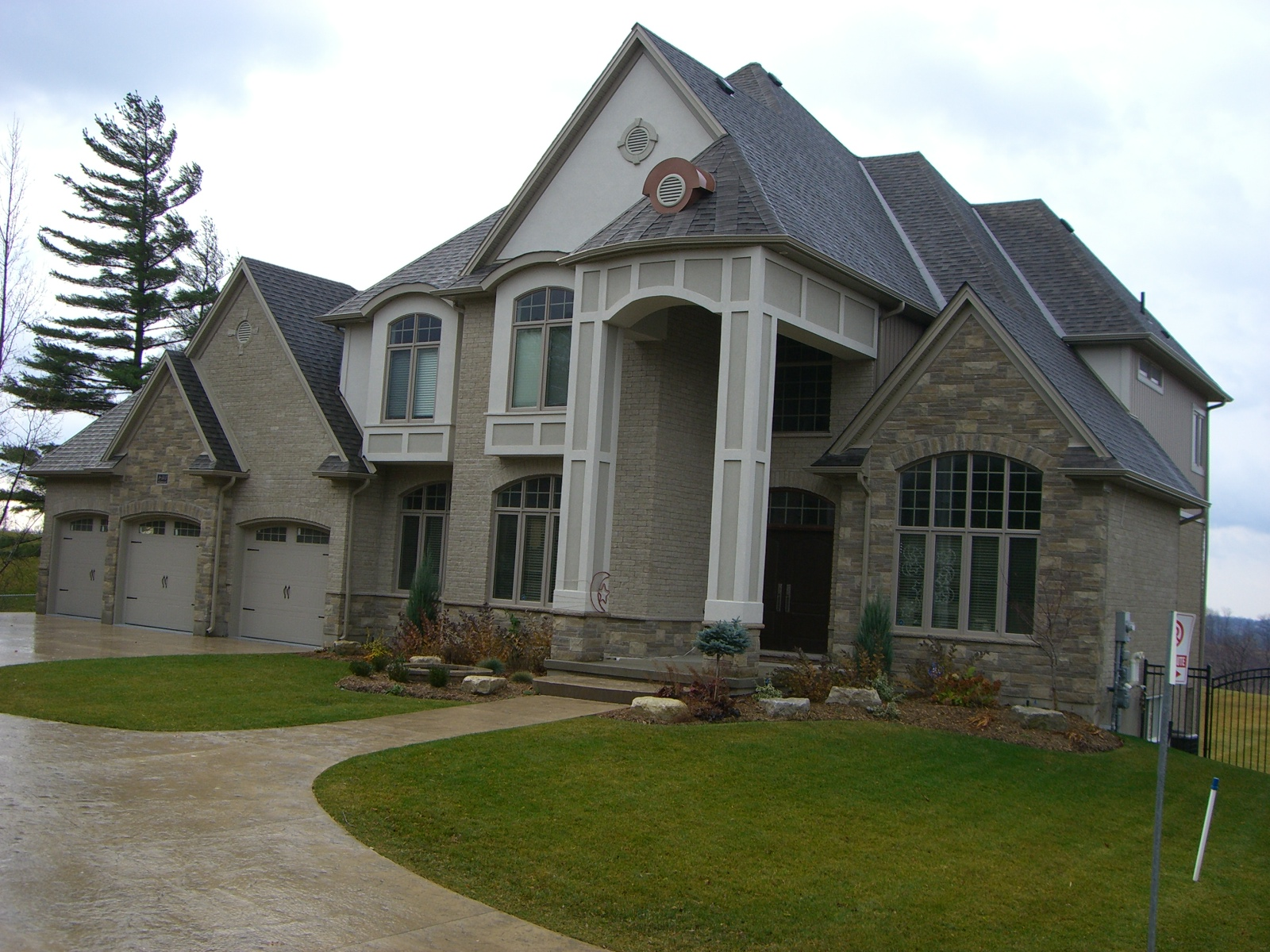 Royal Premier Homes - Eco Friendly Home Builders London - Crestwood I - House Outside Front View