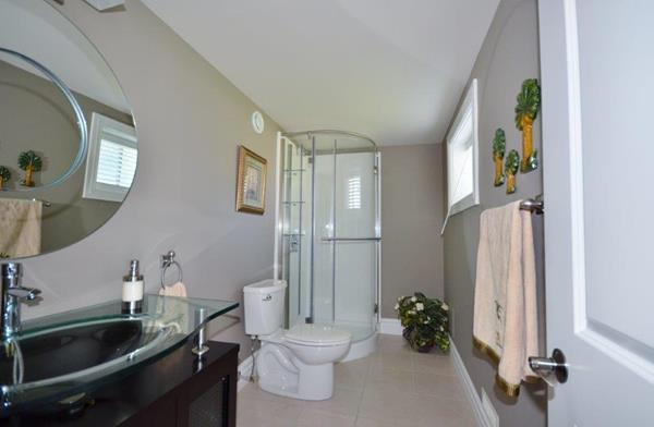 Royal Premier Homes - Eco Friendly Home Builders London - Crestwood I - Bathroom