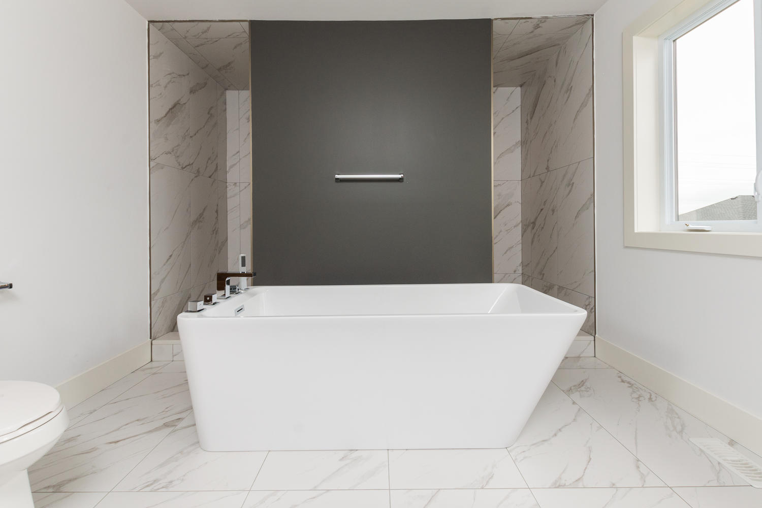 Royal Premier Homes - Eco Friendly Home Builders London - Frontier - Bath Tub